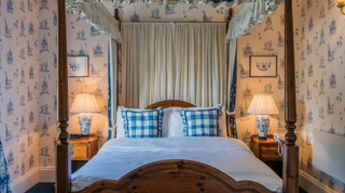 Four Poster Suite with Jacuzzi Bath